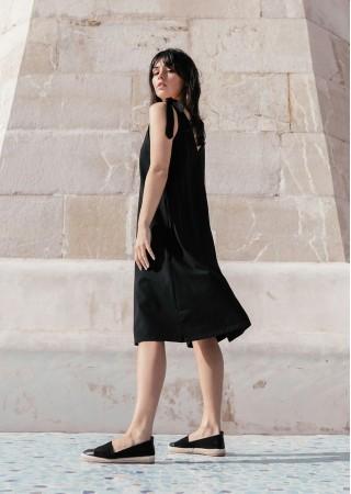 Brīva piegriezuma kleita melna B148-black BE Kleitas Greetha